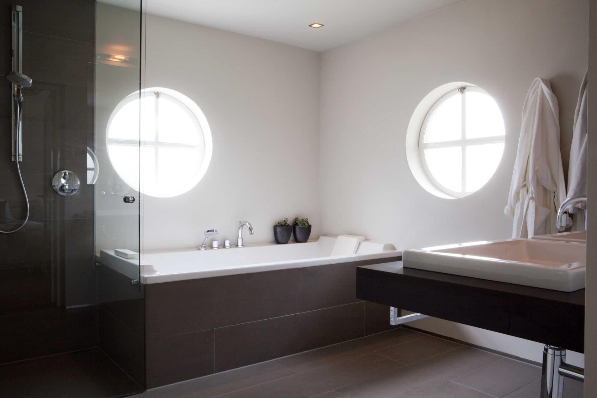 Badkamers draaien om funktionaliteit sfeer en beleving van de ruimte