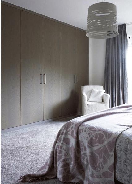 Slaapkamer met maatwerk kastenwand