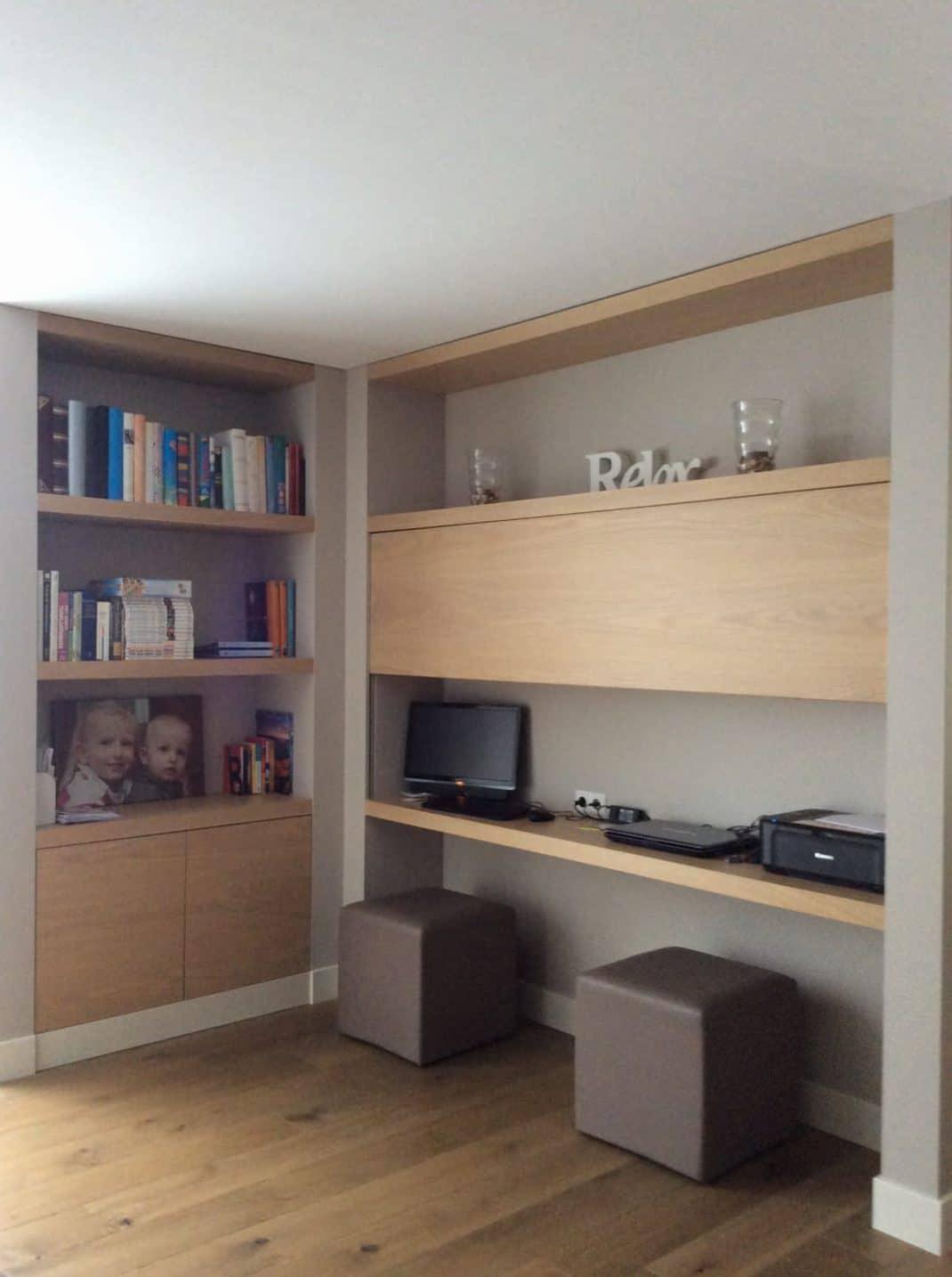 Werkplek woonkamer in geopende toestand