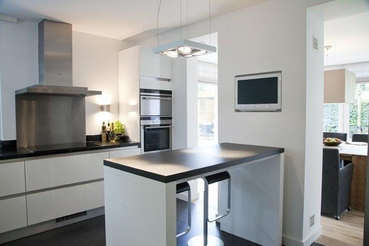keuken closeup bar en koken