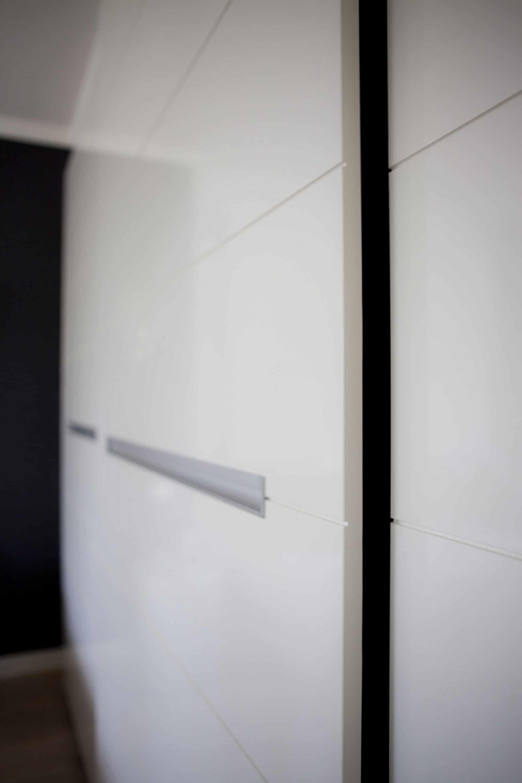 Hilversum meubelmaatwerk kastenwand open deur