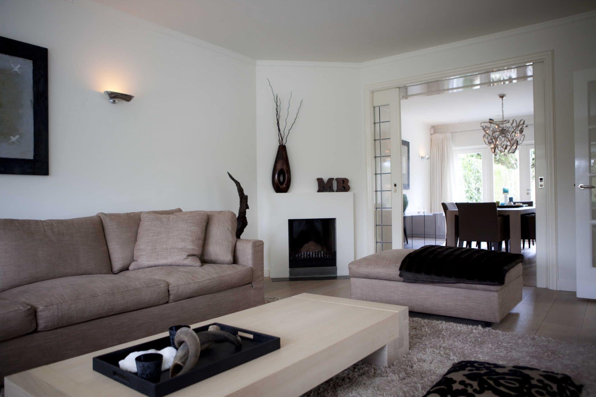 Hilversum woonkamer met gashaard en doorkijk eetkamer