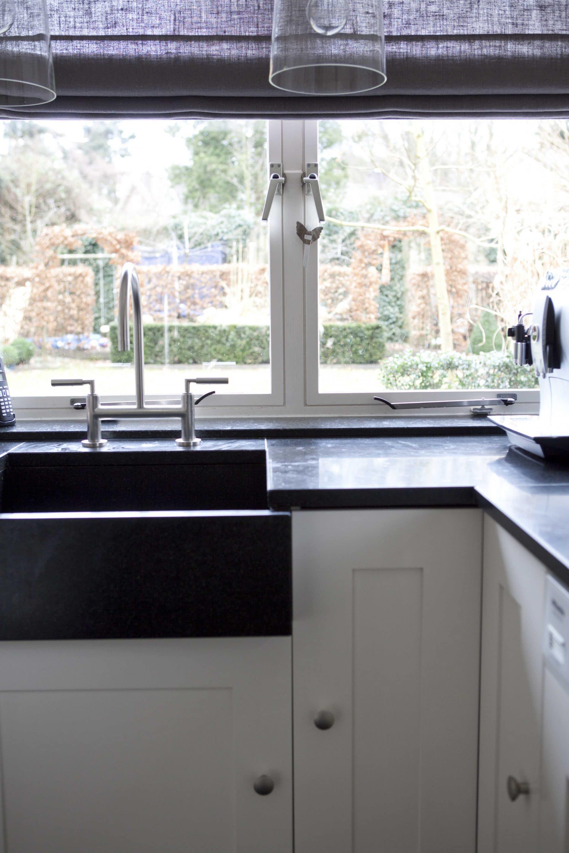 keuken detail verlaagde natuursteen spoelbak