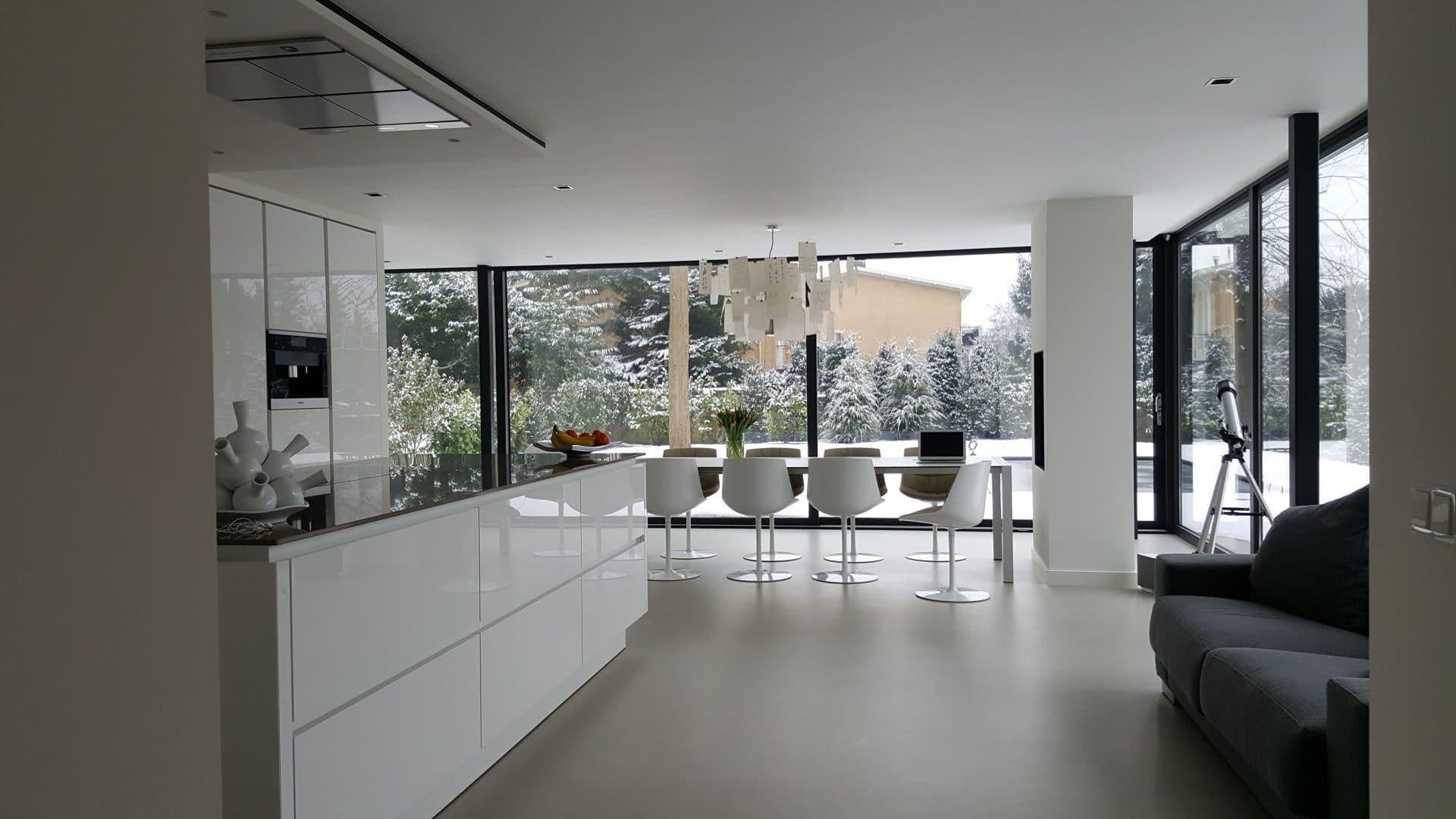 moderne aanbouw voor woonkeuken in glas