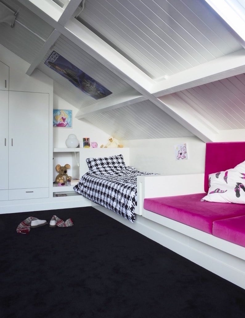 meisjes slaapkamer met meubel maatwerk bed bank